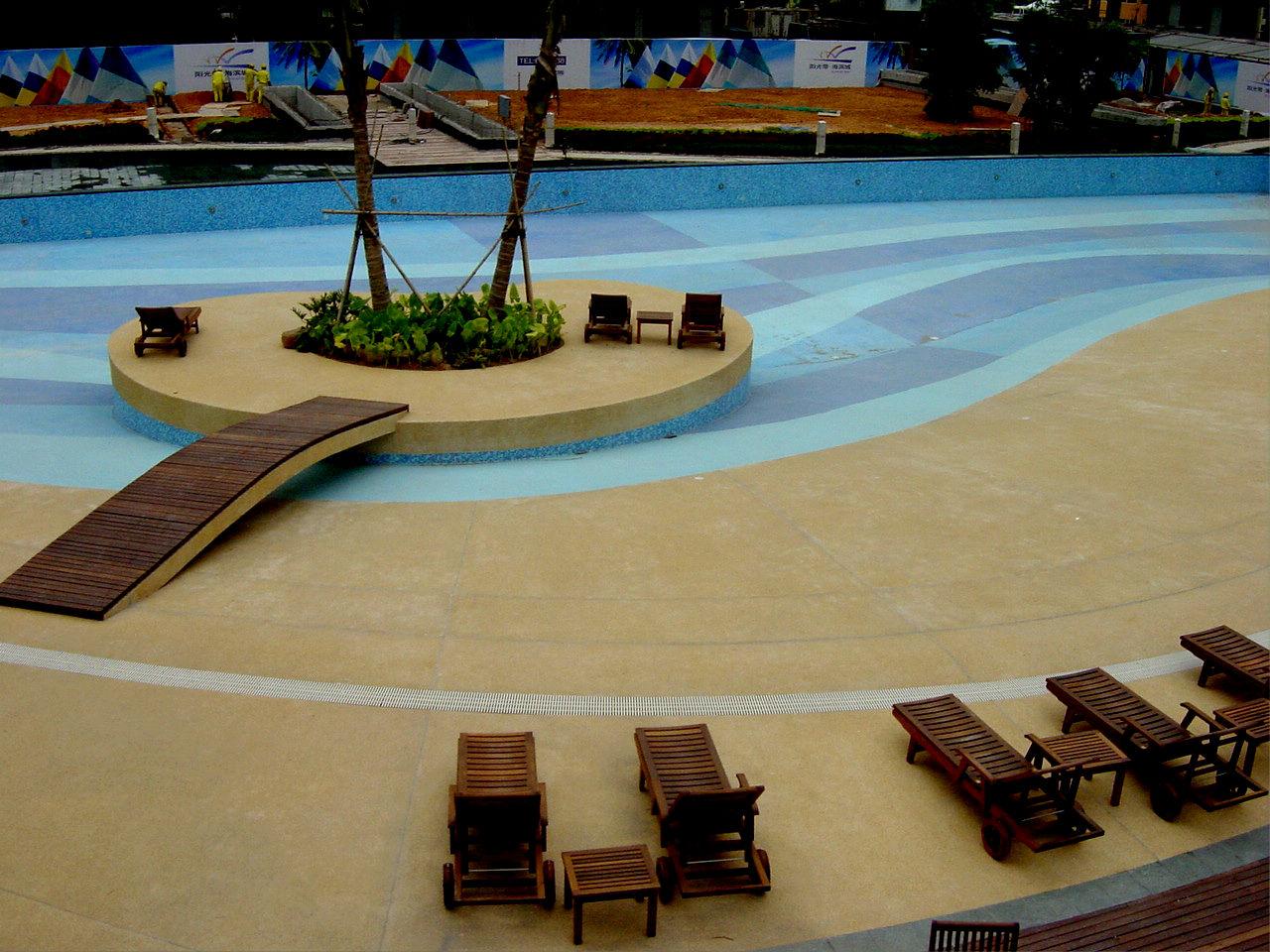 池中岛,小桥,躺椅,室外防沙滩游泳池