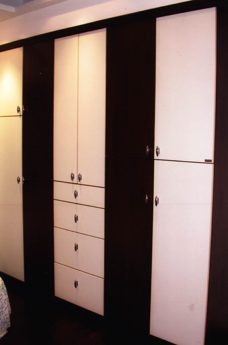胡桃木白色平开门衣柜
