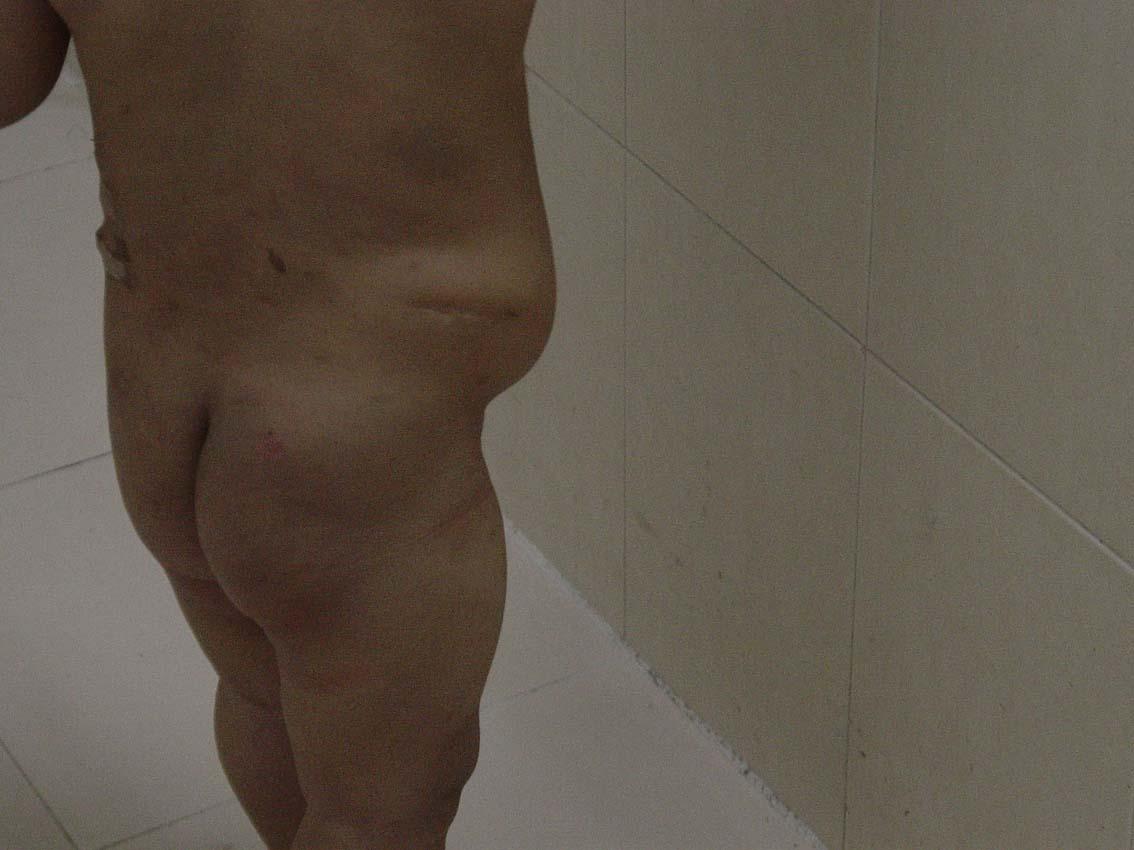 浑身光光的  我才看到旺旺的腹部