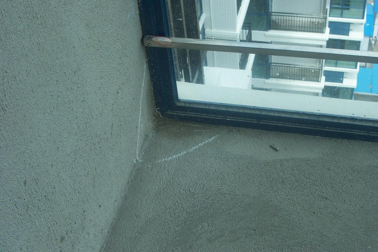 夢到下大雨自己住的房子漏水就出去了.發水把自己沖走