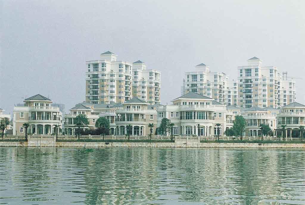 丽岛花园是武汉早期的名盘,据说开发之初得到了深圳国企的帮助.
