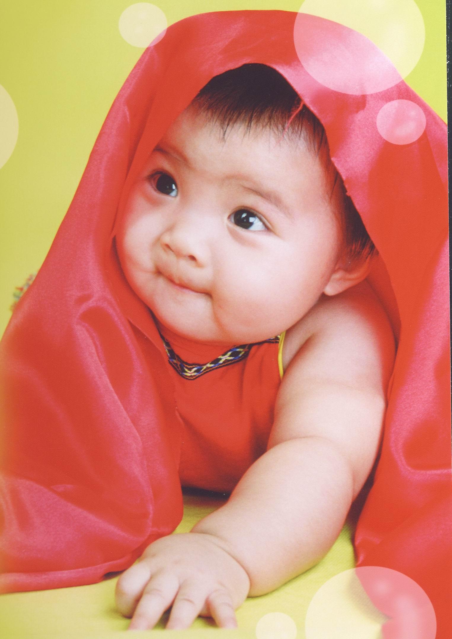 大眼睛可爱宝宝艺术照