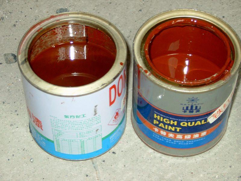 大门边上的材料店:一桶油漆作两桶卖!