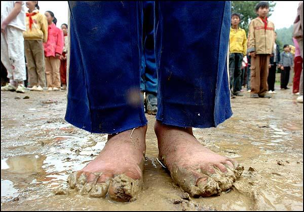 小学生光脚凉鞋照片