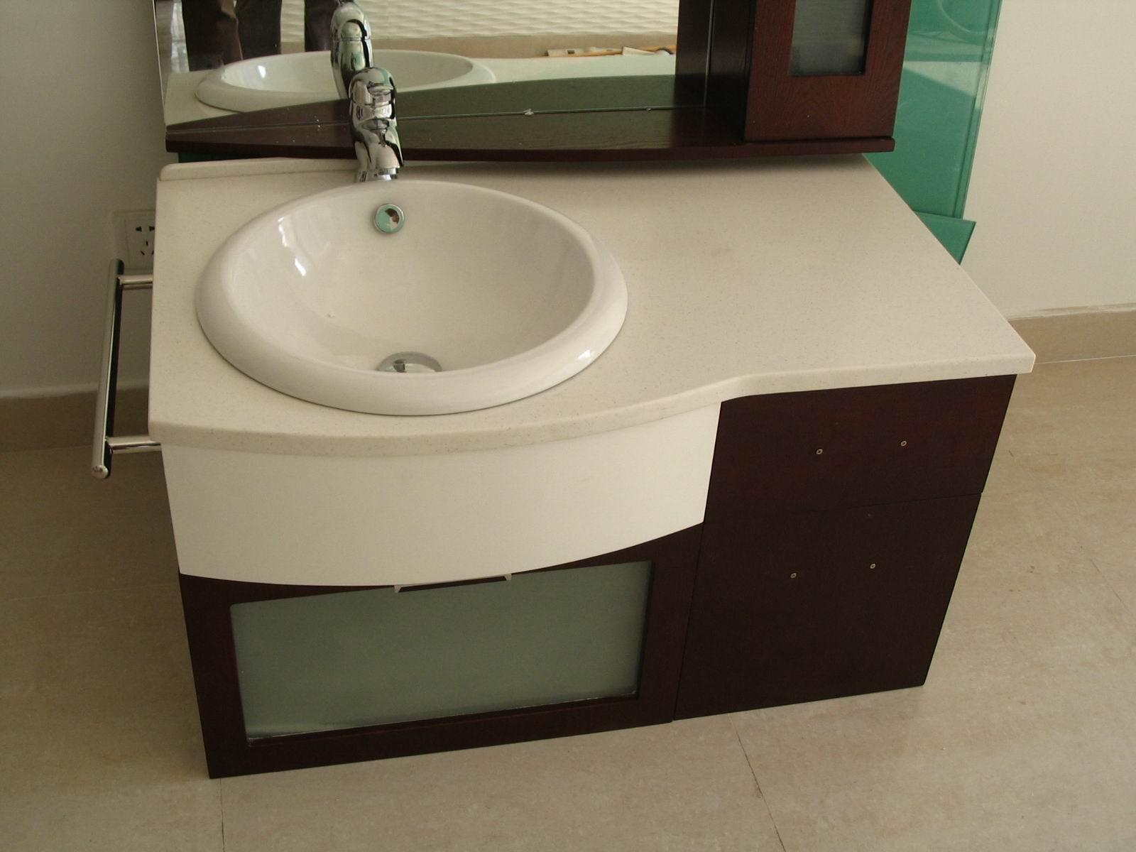 低价转让浴室洗脸盆柜一个!