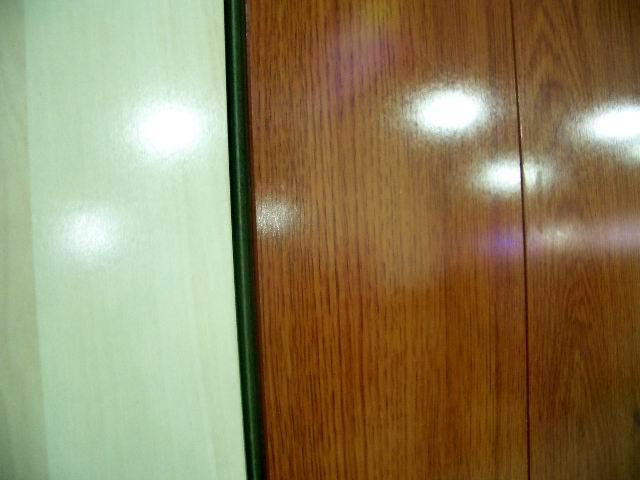 复合木地板有亮光面的